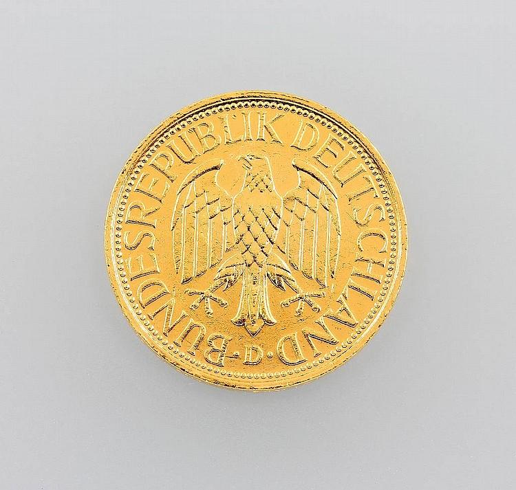 gold coin 1 deutsche mark 1990 impressed mark d oak. Black Bedroom Furniture Sets. Home Design Ideas