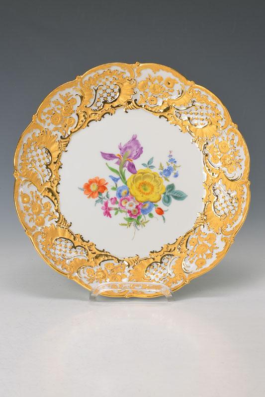 pompous plate