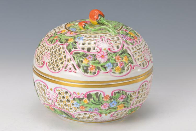 Large lidded box, Herend