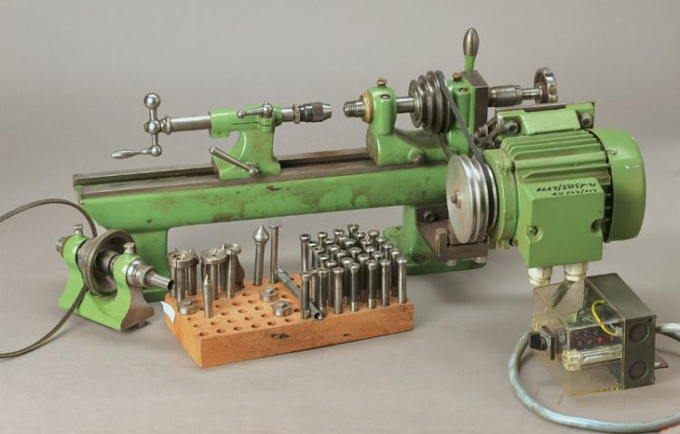 Lathe for precision mechanics