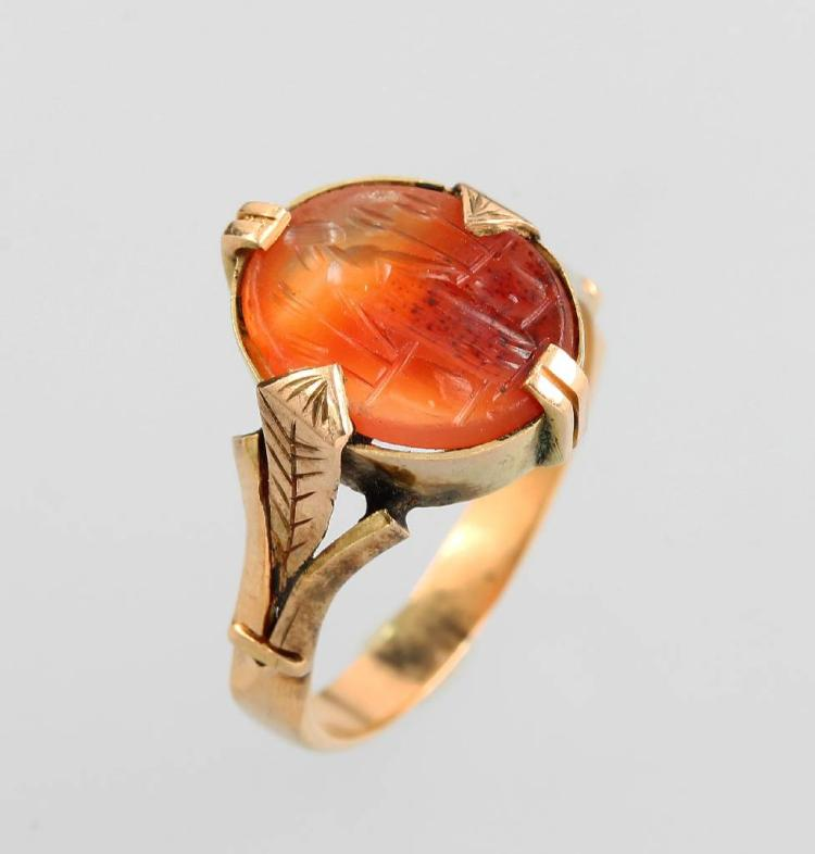 14 kt gold ring with agate gem