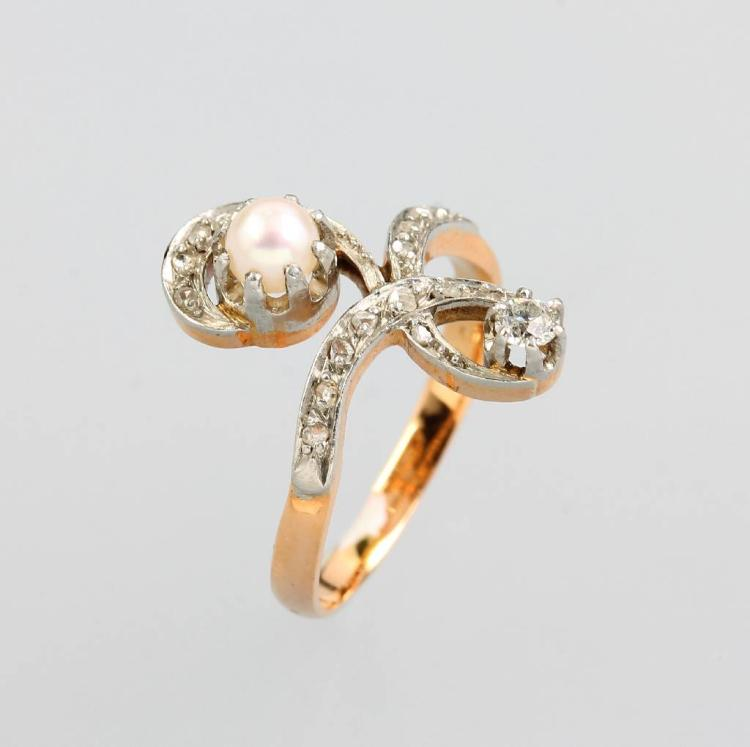 Art Nouveau ring with diamonds and pearl, YG 750/000 and platinum