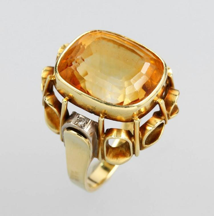 14 kt gold ring with citrine and diamonds