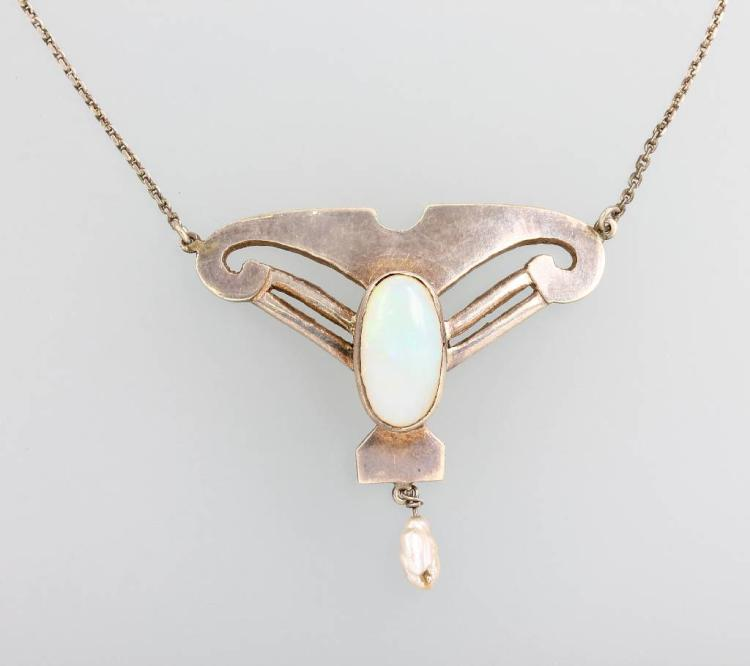 Necklace with moonstone and pearls