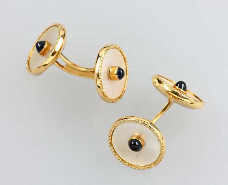 Pair of 14 kt gold cuff links with mother of pearl and sapphires