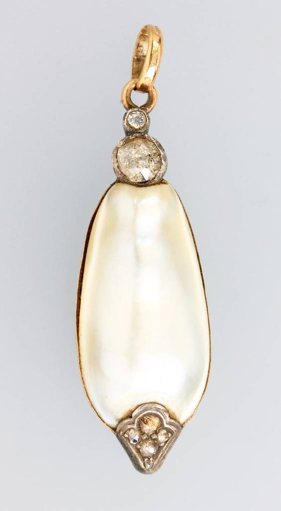 Pendant with mabepearl and diamonds, german approx. 1860, RG 585/000 and silver