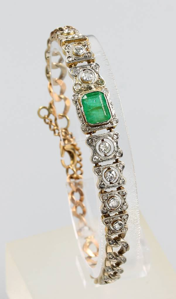 18 kt bracelet with emerald and diamonds