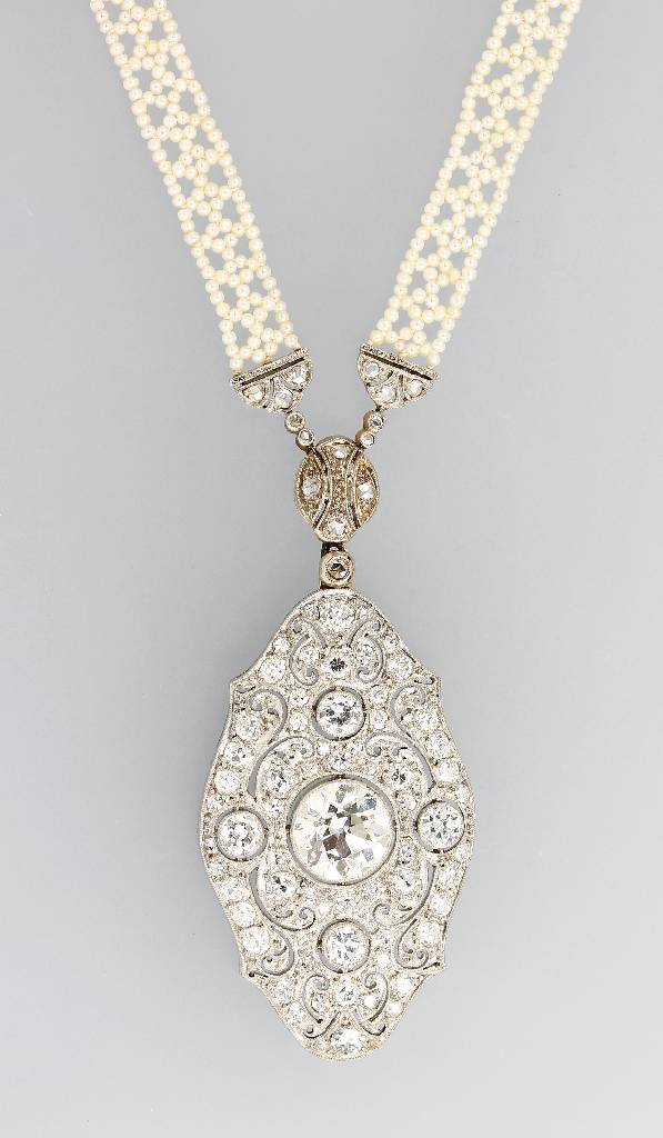 Pearl necklace with diamonds, England approx. 1910, platinum and YG