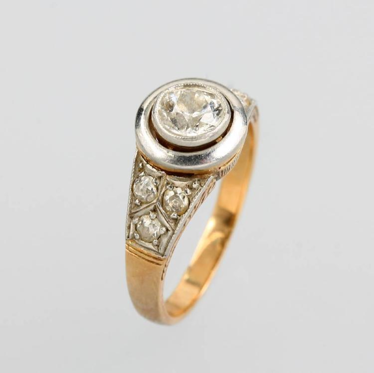 Ring with diamonds, YG 585/000 and platinum