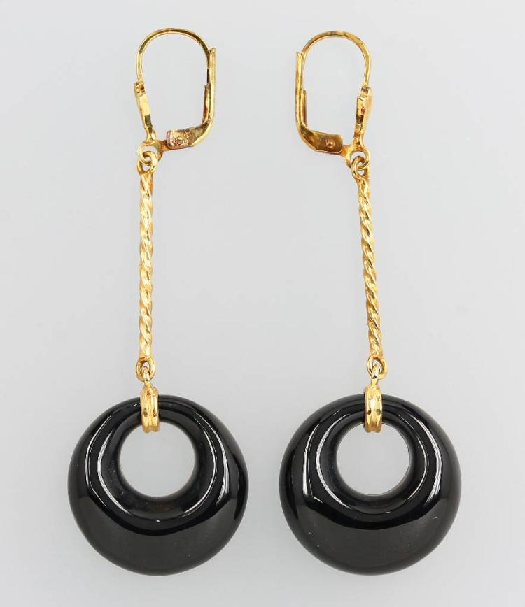 Pair of 14 kt gold earrings with onyx