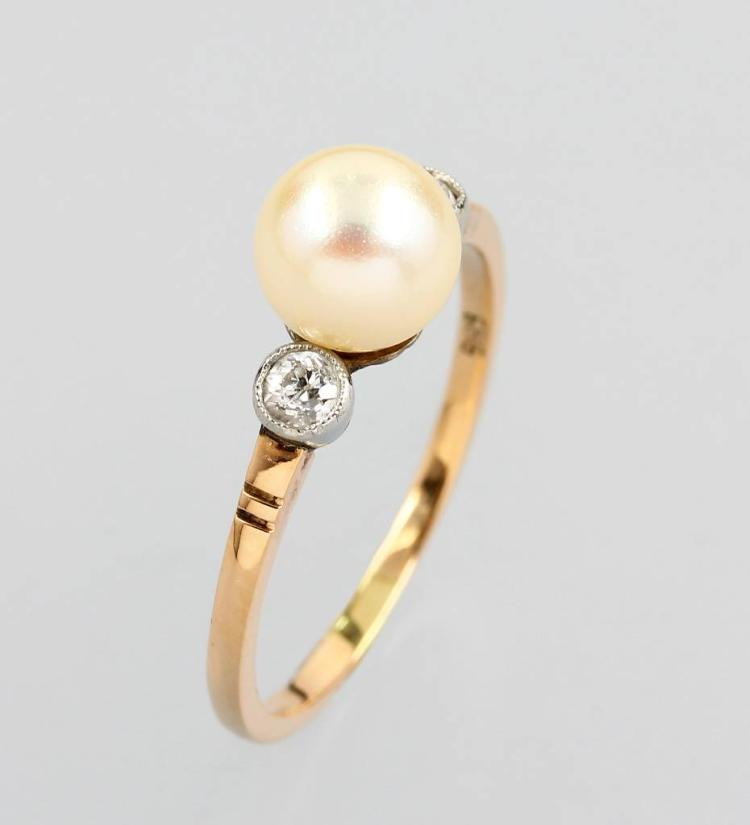 14 kt gold ring with diamonds and cultured pearl