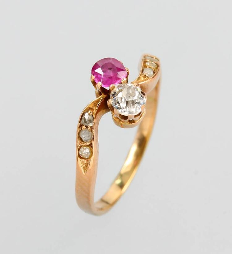 14 kt gold Art Nouveau ring with diamond and ruby