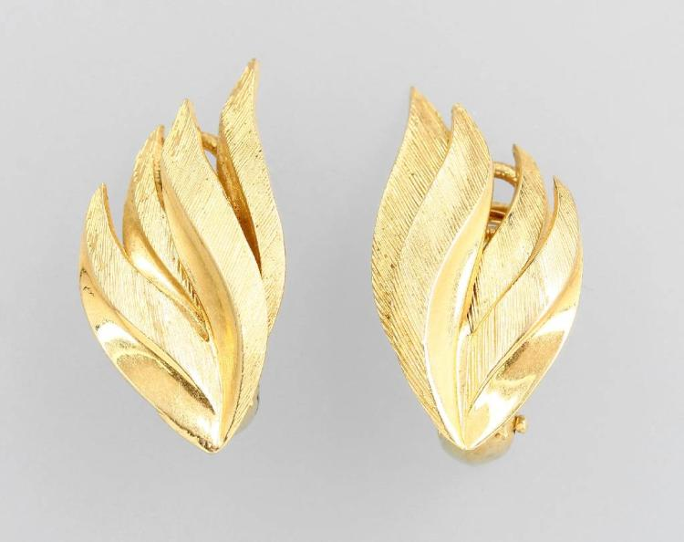 Pair of 14 kt gold earclips
