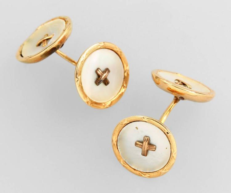 Pair of 14 kt gold cuff links with mother of pearl