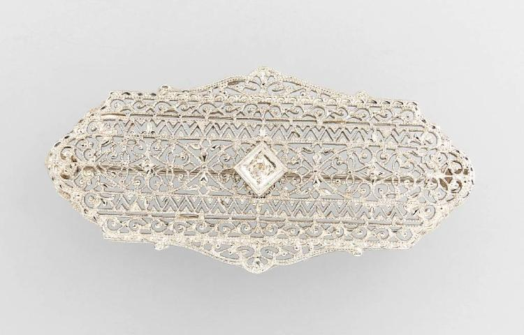 14 kt gold brooch with diamond