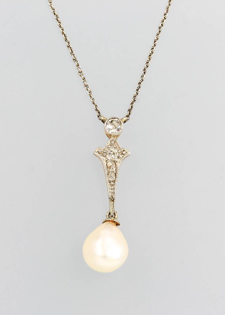 14 kt gold necklace with pearl and diamonds