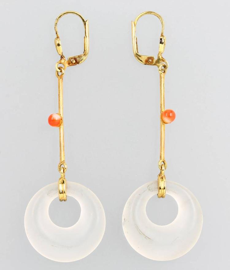 Pair of 14 kt gold earrings with rock crystal and coral