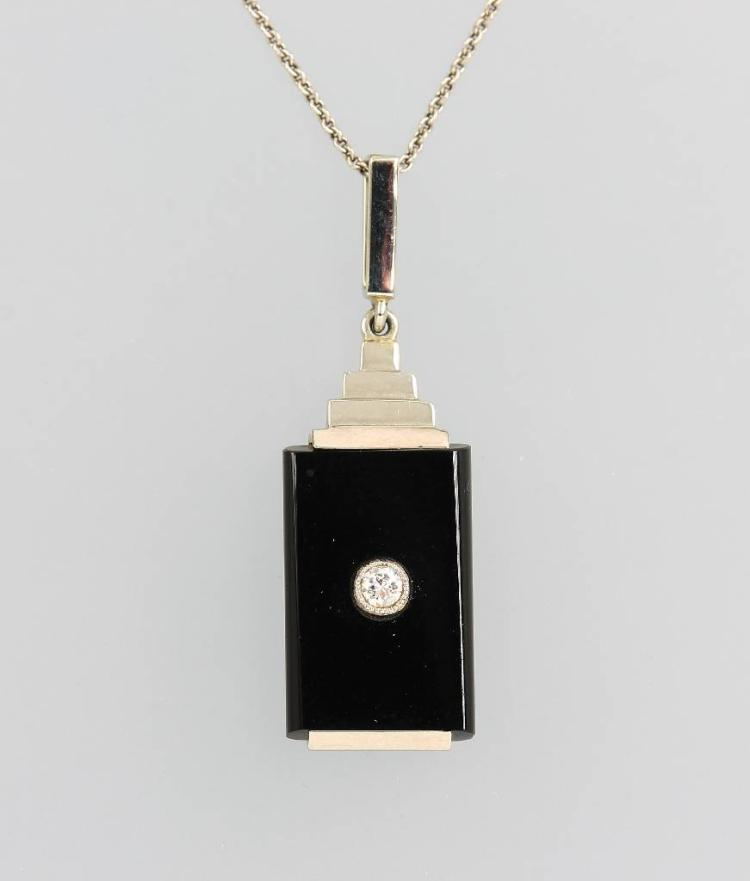 18 kt gold Art-Deco-pendant with onyx and brilliant