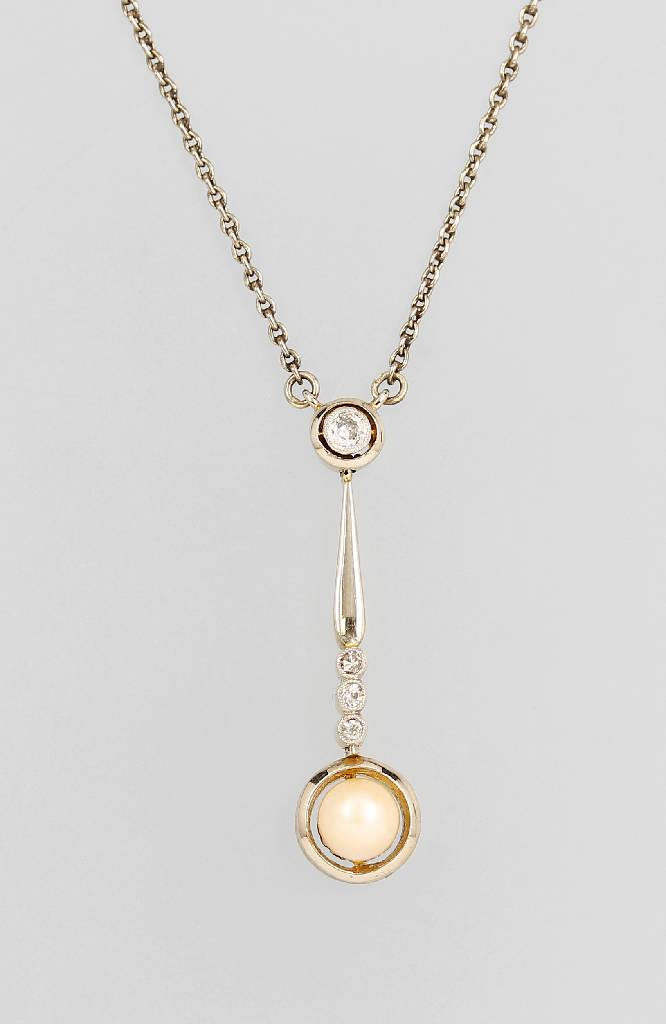 18 kt gold necklace with pearl and diamonds