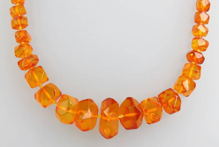 Chain made of amber, 1960s
