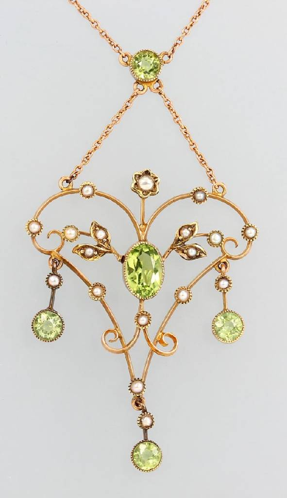 9 kt gold Art Nouveau necklace with peridot and seedpearls
