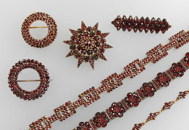 Big lot with garnets, Bohemia approx. 1900, metal partly
