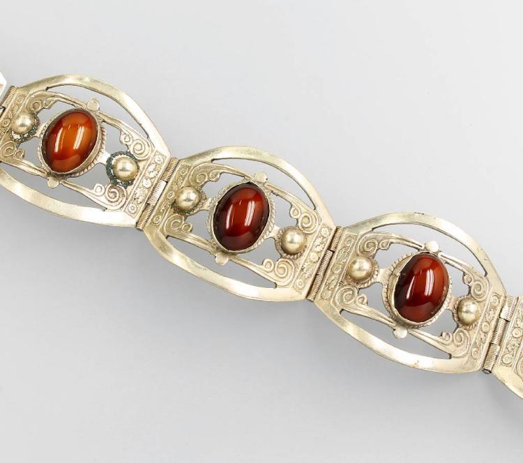 Bracelet with agates