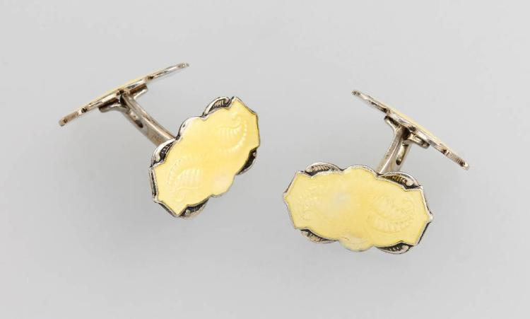 Pair of cuff links with enamel