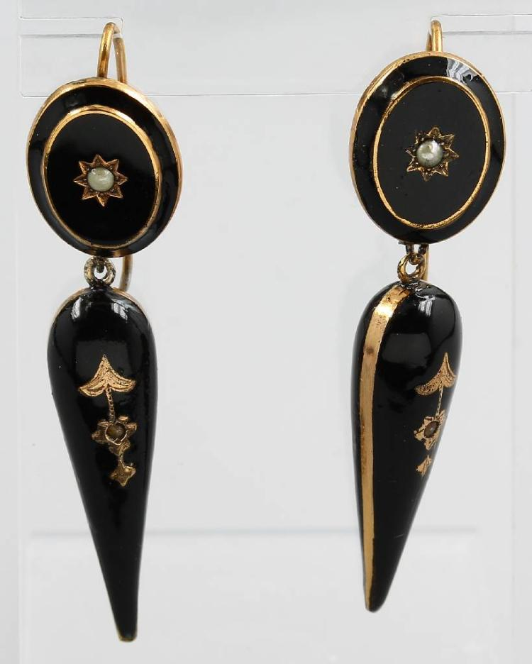 Pair of earrings with and seedpearls