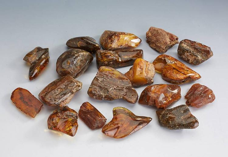 18 amber boulder, total approx. 750 g