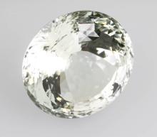 Round bevelled precious topaz in star cut