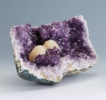 Amethystdruse with calcite