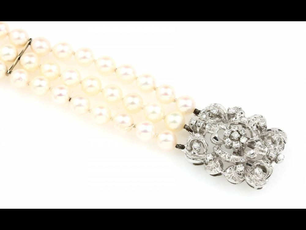 3-row pearl bracelet with 18 kt gold clasp with diamonds