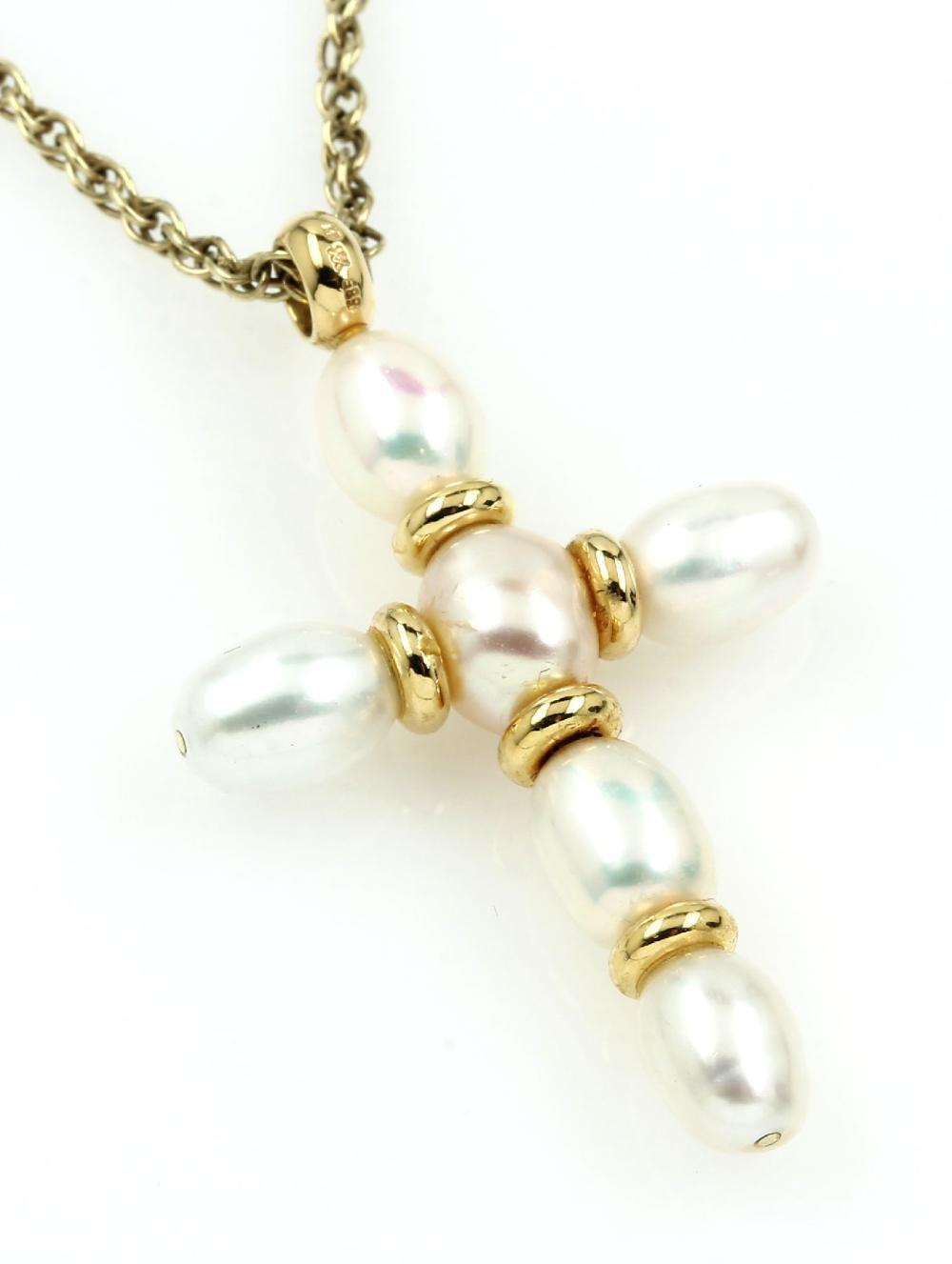 Crosspendant with cultured pearls