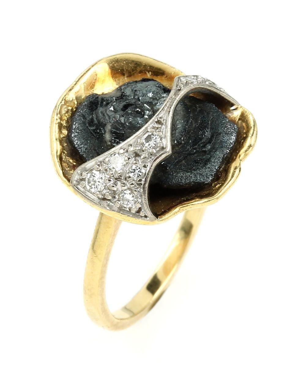 18 kt gold ring with meteorite and diamonds