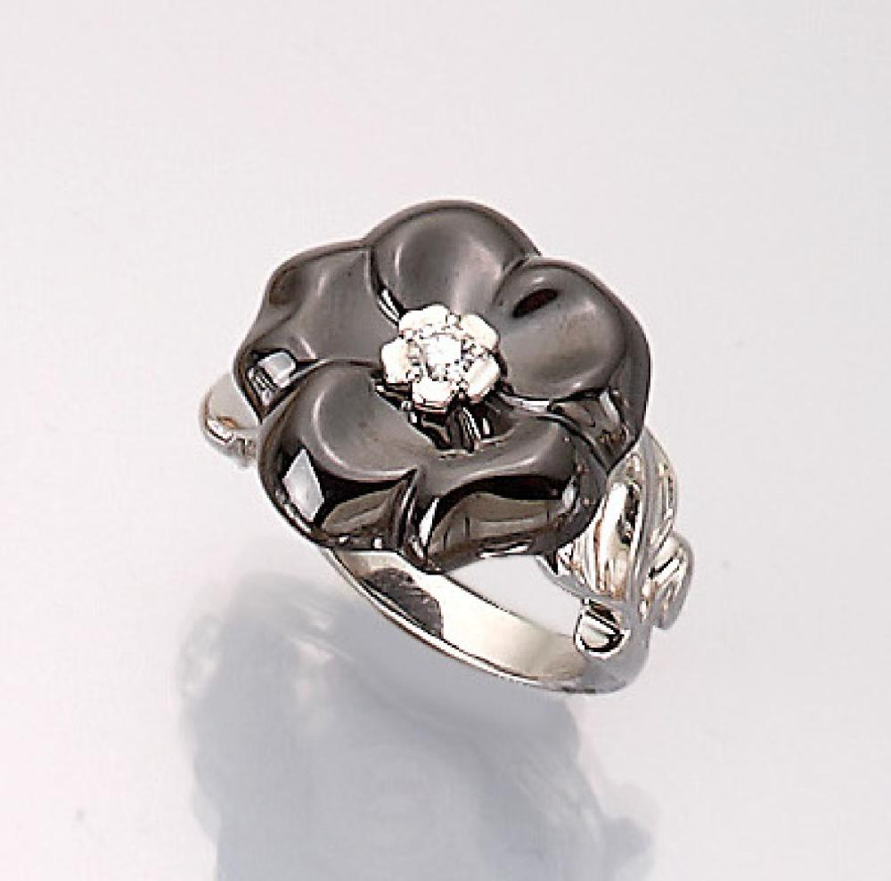 CHANEL 18 kt gold blossom ring with diamond