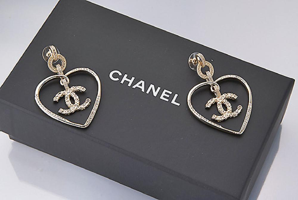 Pair of CHANEL earrings 'hearts', France