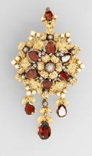 18 kt gold brooch with almandines and pearl