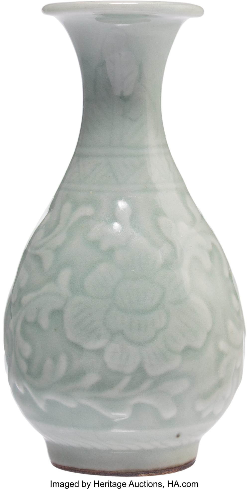 Lot 21300: A Chinese Song-Style Celadon Porcelain Yuhuchunping Vase, Qing Dynasty, 18th cen
