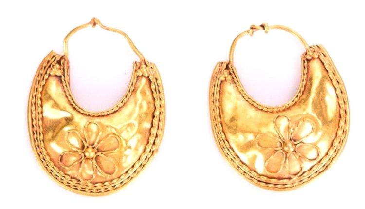 Pair of Roman gold earring
