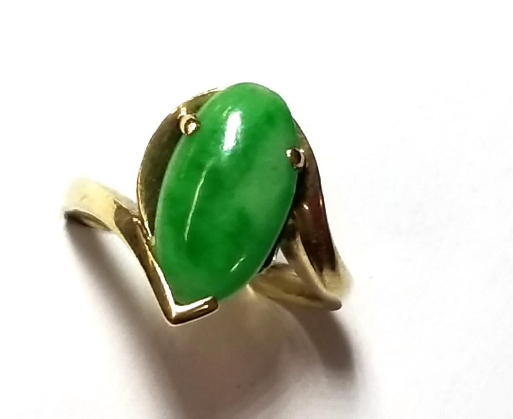 Vintage Yellow Gold Jadeite Jade Cabochon Chevron Ladies Ring