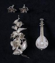 Three items of filigree-work jewellery, early 20th century,