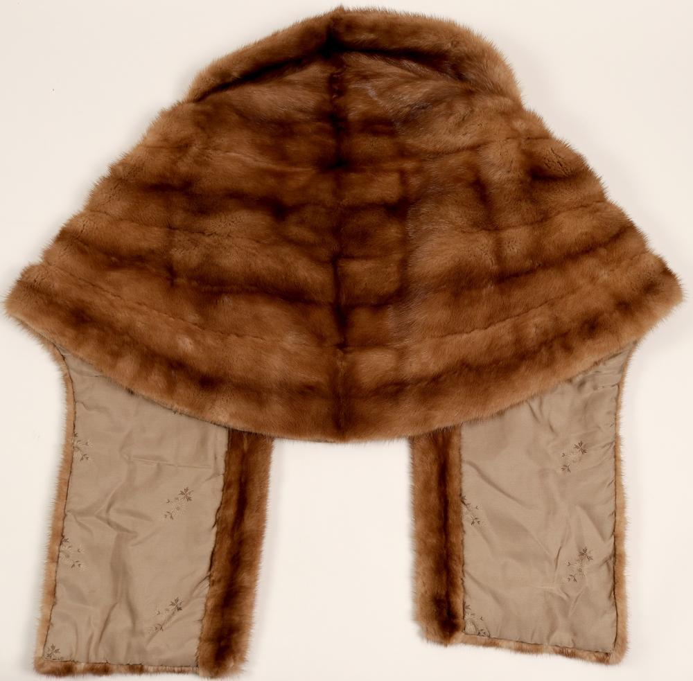 Lot 1013: Shawl, Fur (91343)