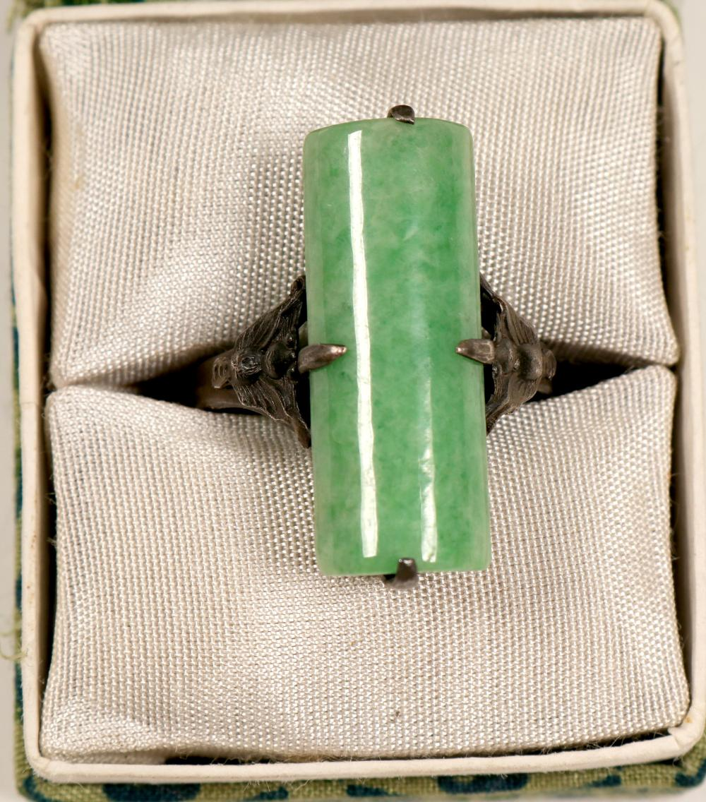 Jade Ring / In Silver mounting     (105397)