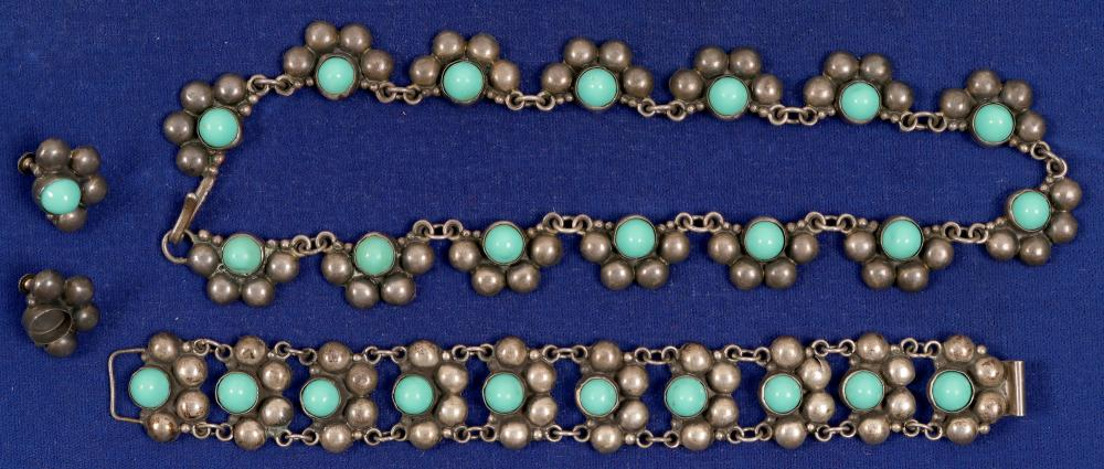 Lot 1024: Turquoise & Silver Necklace & Bracelet (Faux) (105301)