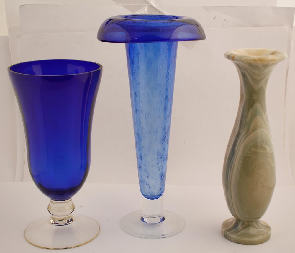 Three Beautiful Vases   (78105)
