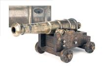 A GOOD ANTIQUE 8-BORE BRONZE-BARRELLED SIGNAL CANNON OF NAVAL STYLE,