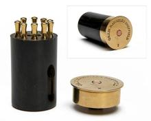A BRASS AND HORN PLACE FINDER IN THE FORM OF A 4-BORE CARTRIDGE,