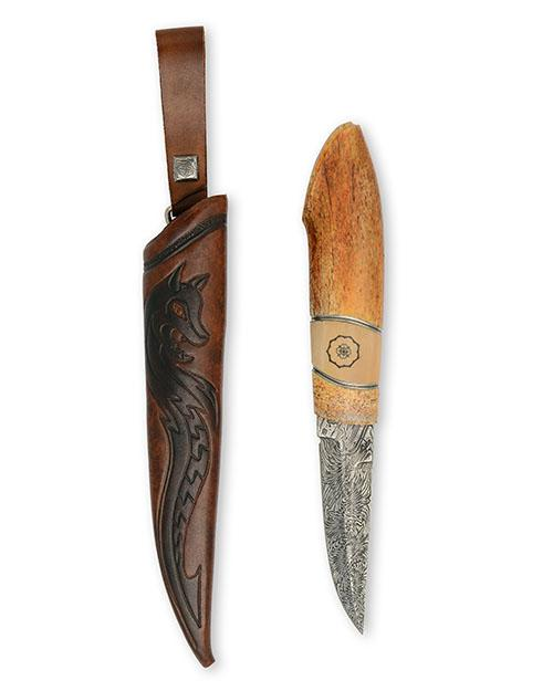 JOHAN STENEVAD & JONNY WALKER NILSSON A FINE SPORTING SHEATH KNIFE OF SAMI FORM WITH MATTIAS STREYFORS DAMASCUS BLADE,