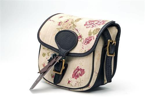 † BRADLEYS A NEW AND UNUSED CANVAS AND LEATHER PINK FLORAL AND CHOCOLATE TRIM SMALL CARTRIDGE BAG,